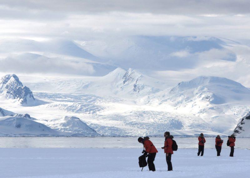 peolple walking in the ice in the Arctic
