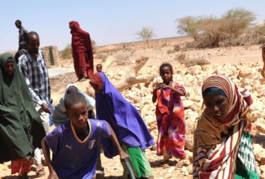 Somali children and their families dealing with water shortage